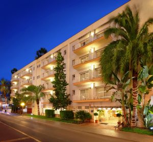 >thisisjustarandomplaceholder<HOTEL-LES-PALMERES-FACHADA-NOCHE-2 | Iberian Press®