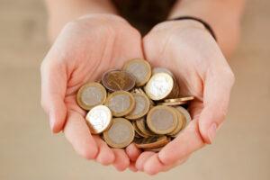 >thisisjustarandomplaceholder<dinero-finanzas-mujer-monton-monedas_144627-6355 | Iberian Press®