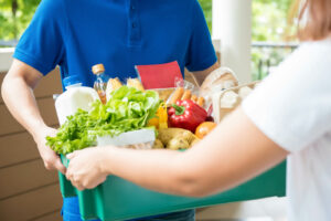 >thisisjustarandomplaceholder<Agrocery delivery man delievering food to a woman at home | Iberian Press®